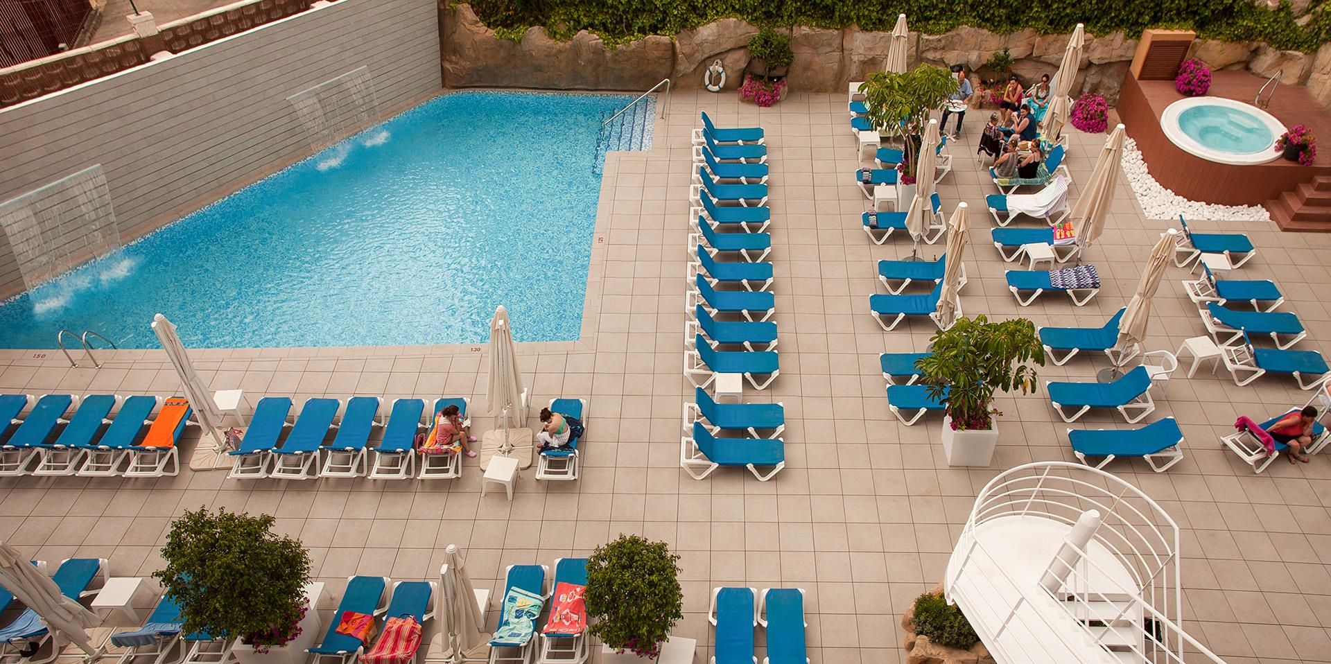 Hotel rh victoria benidorm fotos im genes web oficial for Piscinas vitoria